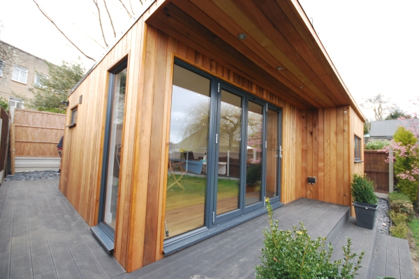 Green rooms garden rooms essex garden office essex for Cedar garden office