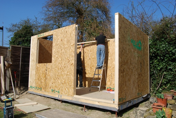 Building your own storage shed how to build a shed on for Backyard office kit
