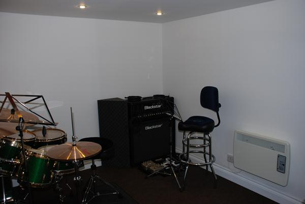 Green rooms soundproof garden music room garden for Soundproofing a room for music
