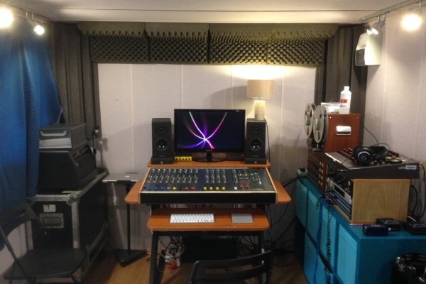 All con recording studio in outdoor shed for Garden shed music studio